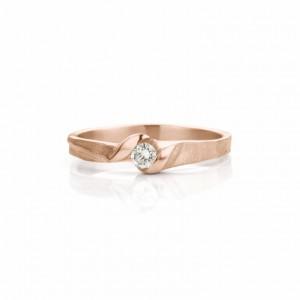 18 krt roségouden Ines Bouwen ring handgesmeed, model 068, ca 2,5 tot 4,50 mm breed en verfraaid met één briljant geslepen diamant 0,10 crt F/VS1 - 213269