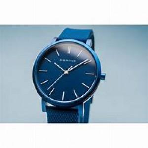 """Bering horloge """" True Aurora Blue 34 mm """" ronde kast in kleur gecoat en voorzien van een gekleurde rubberen band - 211204"""