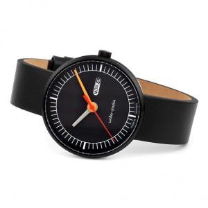 """Walter Gropius Bauhaus horloge """" Classic """" stalen kast zwart gecoat , zwart-witte wijzerplaat, dag+ datum + lederen band - 210095"""